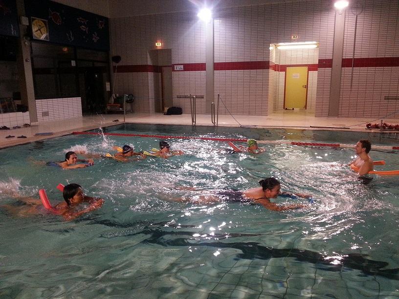 Viel Spaß haben auch unsere Erwachsenen beim Schwimmen lernen!