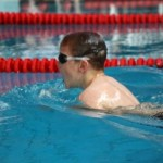 Der 8-jährige Leon Kropp auf dem Weg zu einer Silbermedaille über 50mBrust