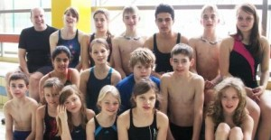 Unsere aktiven Wettkampfschwimmer/innen mit Trainer